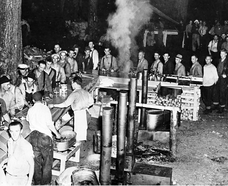 Meal line at camp for Tillamook Burn fire fighters.  Oregon Historical Society #bb004582